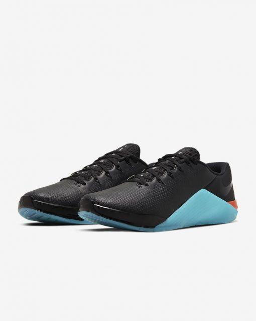 metcon-5-amp-training-shoe-4Q1Cr4_4